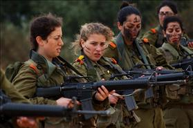 Female IDF soldiers practice shooting, source: Wikipedia